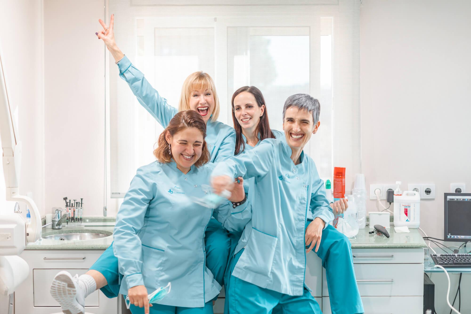 equipo auxiliares dentista cliredent